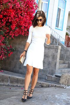 Alexander Mc Queen White Flared Hem Beaded Shoulder Little Dress … Alexander Mc Queen White ausgestelltem Saum Perlen Schulter Little Dress Source Indie Fashion, Look Fashion, Fashion Outfits, Little Dresses, Sexy Dresses, Dressing, White Fashion, Outfit Posts, Blouse
