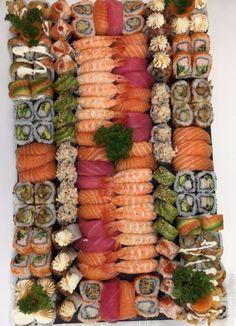 Sushi Recipes, Easy Healthy Recipes, Raw Food Recipes, Asian Recipes, Ramen Comida, Sushi Platter, Sushi Buffet, Japanese Food Sushi, Sushi Night