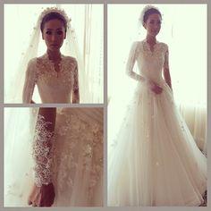 #makeup by @Adele #hiantjen #weddinggown #wedding #instaweddinggown #instamania #classic #lace #details #flowers #longsleeve #veil #ballgown @santylesmana