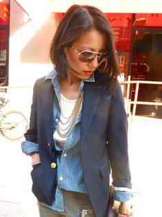 aviators + navy blazer + grey leather pants = great mix of classic meets urban.