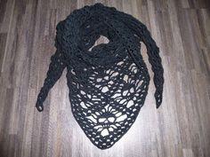 Gehaakte doodshoofd sjaal: http://link.marktplaats.nl/m963645656