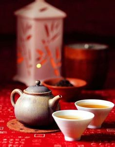 Chinese tea set - A beautiful ambience to this photo.