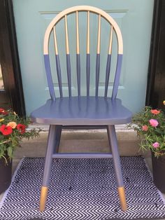 FOR THE PORCH CHAIRS Gilded gold painted navy blue chair. A little bit gold dipped style need color blocking. Love the arched spindle back style of this chair. For mismatched dining table, desk chair or side chair in guest room or office? Decor, Upcycled Furniture, Furniture, Furniture Makeover, Painted Chair, Furniture Projects, Diy Furniture, Painted Furniture, Home Decor