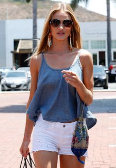 cute summer outfit. If the shirt was just a bit longer it would be perfect!!