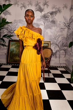 Johanna Ortiz Fall 2018 Ready-to-Wear Fashion Show Collection: See the complete Johanna Ortiz Fall 2018 Ready-to-Wear collection. Look 47 Trendy Fashion, High Fashion, Fashion Outfits, Jackets Fashion, Fashion Spring, 80s Fashion, Dress Fashion, Pretty Dresses, Beautiful Dresses