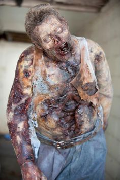another walking dead zombie. i like theses as it shows professional makeup application. Walking Dead Zombies, Walking Dead Season, Fear The Walking Dead, Zombie Makeup, Horror Makeup, Sfx Makeup, Rave Makeup, Scary Makeup, Prom Makeup