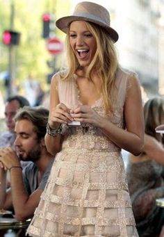Blake Lively The Best Fashion Moments on 'Gossip Girl' Gossip Girls, Moda Gossip Girl, Gossip Girl Dresses, Gossip Girl Serena, Estilo Gossip Girl, Gossip Girl Outfits, Gossip Girl Fashion, Look Fashion, Flower Girl Dresses