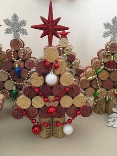 Wine Cork Wreath, Wine Cork Art, Wine Cork Crafts, Wine Bottle Crafts, Wine Corks, Homemade Christmas Gifts, Christmas Crafts, Christmas Decorations, Cork Christmas Trees
