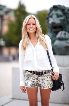 Isabel Marant's snake print shorts get ready for Fall with a classic silk blouse — Stockholm Fashion Week Spring 2013 - Linda composição!