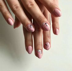 inst: @anna.nails.berlin sweetnails negativenails rosenails minimalismnails
