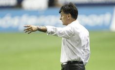 AP                  Published 11:51 a.m. ET April 9, 2017 | Updated 5 minutes ago        FILE – A Sunday, Sept. 21, 2014 photo from files of the then Levante soccer coach, Jose Luis Mendilibar, gesturing to his players during a Spanish La Liga soccer match against Barcelona at...  http://usa.swengen.com/itty-bitty-eibar-eyeing-europe-from-near-the-top-of-liga/