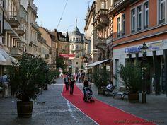 Während des SWR3 New Pop Festivals im September wird der rote Teppich zu allen Eventlocations ausgelegt. Vom Hotel am Sophienpark ist alles zu Fuß erreichbar. www.hotel-am-sophienpark.de Baden-Baden, Germany