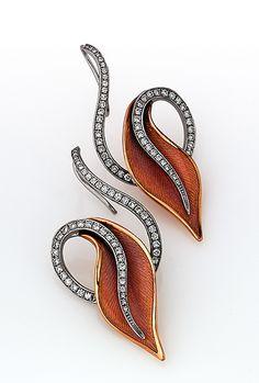 VICTOR MAYER | Diamond and enamel earrings | {ʝυℓιє'ѕ đιåмσиđѕ&ρєåɾℓѕ}