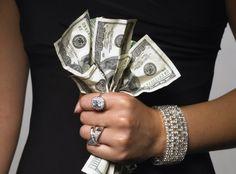 Деньги и Женщина... Почему одних женщин деньги любят, а других обходят стороной и те всегда нуждаются в финансах? Есть ли какой-то секрет? Магия и фен-шуй, заговоры на деньги и серьезная финансовая гр…