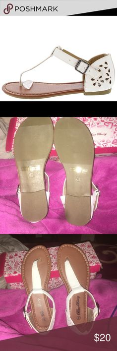 BEAUTIFUL WHITE SANDALS😍😄 NEW IN BOX    (box is a little damage)                                                                        all resonable offers are welcomed , want more pictures ? just ask :) Blue Berry Shoes Sandals