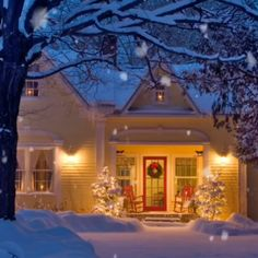 ❄ 20 Magical, Snowy, Animated Christmas Scenes To Start Getting You In The Holiday Mood — Style Estate Holiday Mood, Christmas Mood, Noel Christmas, Country Christmas, Christmas Lights, Vintage Christmas, Christmas Decorations, Holiday Pics, Christmas Time Is Here