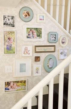 Staircase wall is often a cold corner overlooked by homeowners. But with a little creativity, your staircase wall can be transformed from an ignored area to an attractive focal point. The staircase wall is just Stairway Gallery Wall, Gallery Walls, Stair Gallery, Stairway Art, Art Gallery, Family Pictures On Wall, Family Photos, Family Wall, Family Portraits