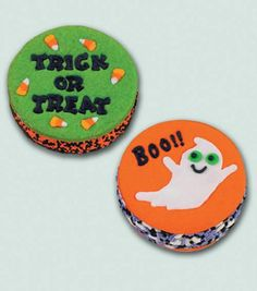 These spooky #Halloween ice cream sandwich treats are so adorable! @Wilton Cake Decorating Cake Decorating