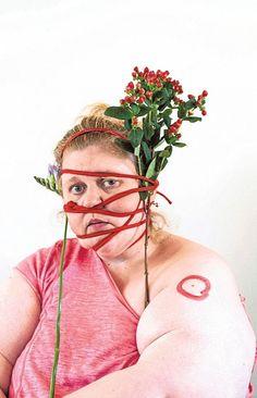 Kuvia rakkaudesta ja maailman suurin tonttu | Kulttuuri | HS History Of Photography, Color Photography, Anti Fashion, Fashion Beauty, Female Photographers, Portrait Photographers, Selfie Humor, Kendall College, Leigh Bowery