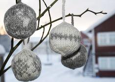 Knitted Christmas balls from www.god-tid.com inspired by Arne & Carlos, www.arne-carlos.com