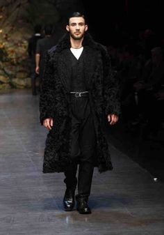THIS COAT IS SO SERIOUSLY SEXY! DOLCE & GABBANA men's winter Milan 2014 #4daboyz  #delortaeagency #designer #luxury #authentic #D #style #fashion #fashionweek #runway #Milan #men