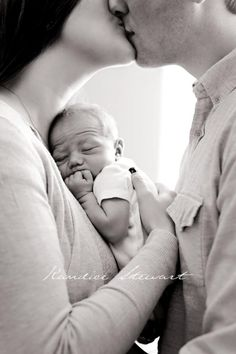 Kandice Stewart Photography. Lifestyle newborn photography.