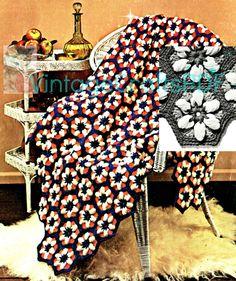 🌿 🌼 🌿 Afegão Crochê Margarida Dell da década de 1970 Clássica Hexágono Colorido itens decorativos Malha Criações  Colorido -  /  🌿 🌼 🌿 Crocheting Afghan Daisy Dell 1970s Classic Multicolored Hexagon Knit Knacks Creations -