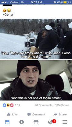 lolol the heavydirtysoul music vid XD Twenty One Pilots, Twenty One Pilot Memes, Tyler Joseph, Tyler And Josh, Emo Bands, Music Bands, Josh Dun, Screamo, Top Memes