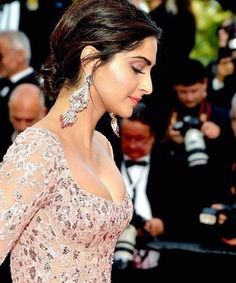 Sonam Kapoor attends the The Meyerowitz Stories screening during the annual Cannes Film Festival at Palais des Festivals on May 21 2017 in. Indian Actress Photos, Bollywood Actress Hot Photos, Indian Bollywood Actress, Bollywood Girls, Beautiful Bollywood Actress, Bollywood Fashion, Bollywood Style, Indian Actresses, Sonam Kapoor Cannes