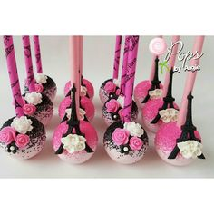 Paris themed cake pops for Noelia's celebration. Cakepops, Paris Themed Cakes, Paris Cakes, Paletas Chocolate, Cake Chocolate, White Chocolate, Chocolate Roses, Magnum Paleta, Cake Pop Designs