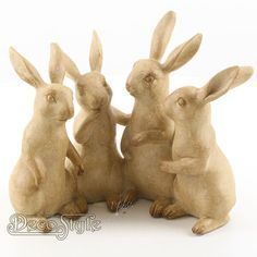 Beeld Groep van Vier Konijnen Beeld Groep van Vier Konijnen Zeer gedetailleerd uitgevoerd. Materiaal: Handbewerkt Polystone Kleur: Beige Afmetingen: Hoogte: 20.3 cm Breedte: 24 cm Diepte: 12.2 cm