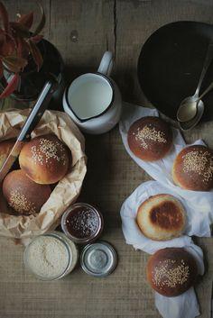 pane fatto in casa, semplice, panini al latte