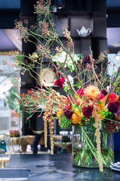 Gardening – Gardening Ideas, Tips & Techniques Table Flowers, Fresh Flowers, Beautiful Flowers, Arrangements Ikebana, Floral Arrangements, Deco Floral, Beautiful Flower Arrangements, Happy Flowers, Decoration Table
