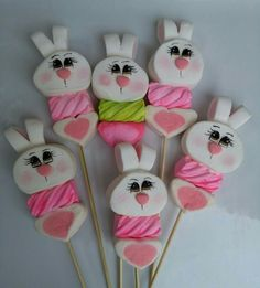 Marshmallow Crafts, Marshmallow Pops, Easter Cake Pops, Easter Cookies, Candy Kabobs, Candy Trees, Chocolate Roses, Edible Crafts, Candy Crafts