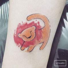 Lion tattoos hold different meanings. Lions are known to be proud and courageous creatures. So if you feel that you carry those same qualities in you, a lion tattoo would be an excellent match Bro Tattoos, Future Tattoos, Body Art Tattoos, Classy Tattoos For Women, Arm Tattoos For Women, Trendy Tattoos, Lion Tattoo Design, Tattoo Designs, Simba Tattoo