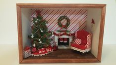 Christmas Room Box (Red and White Striped Christmas room box) Santa Claus is coming. Christmas Room, Christmas Frames, Christmas Stuff, Diy Christmas Shadow Box, White Garland, Diy Shadow Box, Doll House Plans, Miniature Crafts, Miniature Rooms