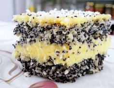 The cake with coconut and popcorn has all the strengths of a fabulous dessert: tasty vanilla cream, moist and fluffy tops, a particularly colorful appearance. Ingredients Cake with coconut and popcorn: Top: 150 grams of poppy seeds 10 Sweets Recipes, No Bake Desserts, Cookie Recipes, Romanian Desserts, Romanian Food, Kiwi Cake, Good Food, Yummy Food, Dessert Drinks