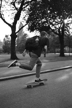Pour sa nouvelle exposition, le photographe Ian Kenneth Bird présente des portraits intimistes, des skatepark montés à l'arrache, des tatouages fait-maison... et en tire l'essence de la culture skate actuelle.
