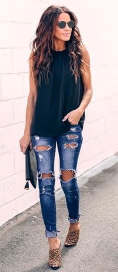 black sleeveless top and blue distressed jeans spring outfits Mode Outfits, Casual Outfits, Fashion Outfits, Womens Fashion, Night Outfits, Fashion Clothes, Fashion Ideas, Ankara Fashion, Fashion Belts