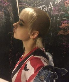 Skinhead Reggae, Skinhead Girl, Skinhead Fashion, Punk Fashion, Skinhead Style, Haircuts With Bangs, Girl Haircuts, Chelsea Cut, Buzzed Hair