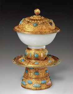 (Tibet, China) A white jade Lama religious bowl with a Gold lid inlaid with turquoise stones on a pedestal on display in the Forbidden City Palace Museum, Qing Dynasty. Stone Age Art, Art Chinois, Tibetan Art, China Art, Buddhist Art, Qing Dynasty, Ancient Artifacts, Tea Bowls, Chinese Culture