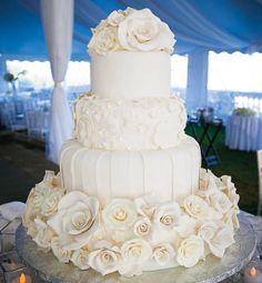 white wedding cakes Wedding Ideas by Colour: All White Wedding Theme White Roses Wedding, White Wedding Cakes, Beautiful Wedding Cakes, Gorgeous Cakes, Perfect Wedding, Dream Wedding, Wedding Day, Wedding Rings, Purple Wedding
