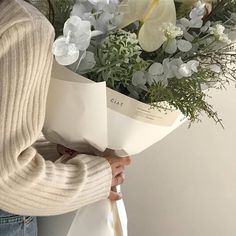 Discovered by ᯽𝕔𝕒𝕟𝕕𝕪 𝕗𝕝𝕠𝕤𝕤᯽. Find images and videos about white, aesthetic and flowers on We Heart It - the app to get lost in what you love. Cream Aesthetic, Flower Aesthetic, Aesthetic Photo, Aesthetic Pictures, Aesthetic Green, Aesthetic Outfit, Aesthetic Beauty, Photowall Ideas, Photo Food