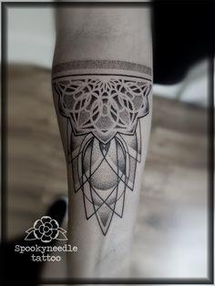 Tatouage Dotwork à SpookyNeedle tattoo Alès (Gard) 09 83 70 71 73 jc.spookyneedle@ gmail.com