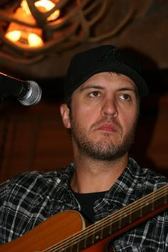 Luke Bryan Announces 2012 Farm Tour Dates read full details - http://frontrownews.com/?p=1018