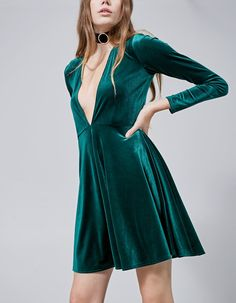 At Stradivarius you'll find 1 Vestido terciopelo escote for woman for just 559 Mexico . Visit now to discover this and more VESTIDOS.