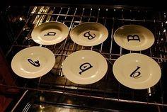 Decora platos blancos con un sharpie , hornealo y quedara permanente