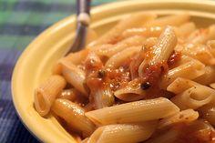 Massa do dia: Macarrão com aliche, alcaparras e tomates