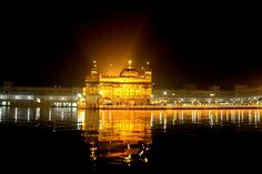 Stunning photo of The Golden Temple at night