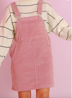annee 80 look robe salopette rose avec pull aux rayures fines noires aux manches… year 80 look pink overalls dress with black fine striped sweater with batwing sleeves Asian Fashion, Look Fashion, 90s Fashion, Fashion Outfits, Womens Fashion, Fashion Trends, Pastel Fashion, Fashion Ideas, Kawaii Fashion